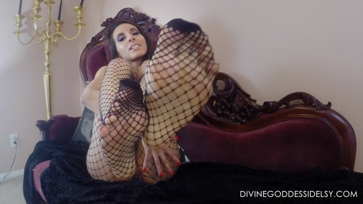 idelsy love red pedicure fishnets custom ~  Idelsy Love ~  Amateur ~ Bareback, Fishnets, Foot Worship ~  277,3 MB 28.03.2019