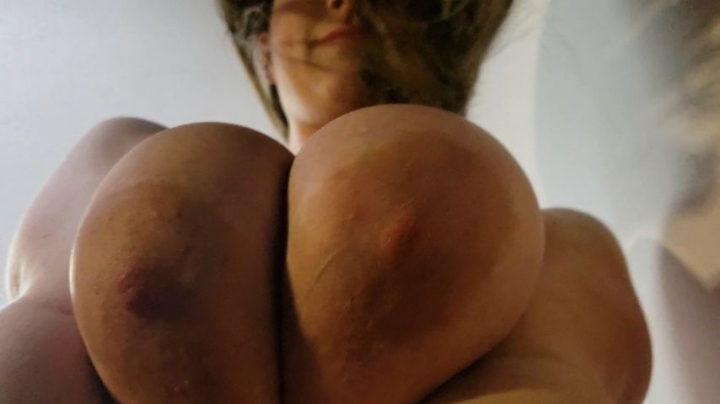 kcupqueen closeup titty teasing *  KCupQueen *  Amateur * Breast Smothering, Breast Bouncing, Huge Tits *  837,6 MB 15.03.2019