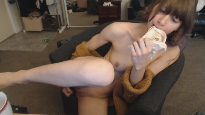 missalice 94 watching porn and cumming hard ~  MissAlice 94 ~  Amateur ~ Masturbation, Glass Dildos, Moaning Fetish ~  517,8 MB 15.03.2019