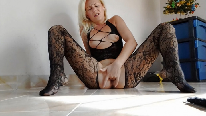 missanja 2 orgasms in crotchless pantyhose ~  MissAnja ~  Amateur ~ Fingering, Orgasms, Blonde ~  629,3 MB 15.03.2019