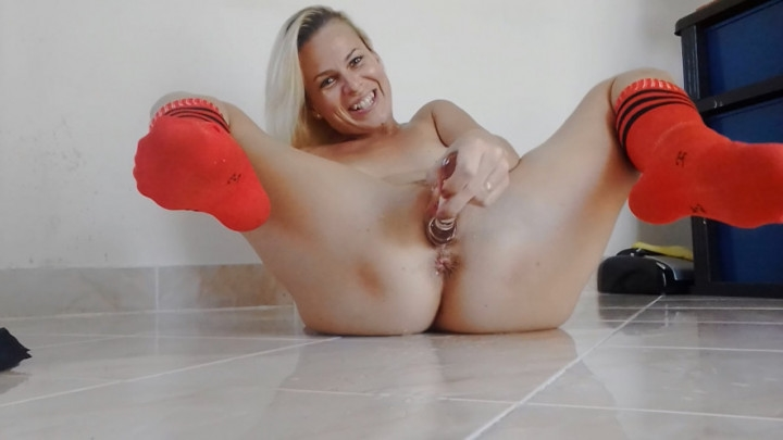 missanja crazy squirting in orange socks ~  MissAnja ~  Amateur ~ Socks, Squirting, Wet & Messy ~  817,7 MB 23.03.2019
