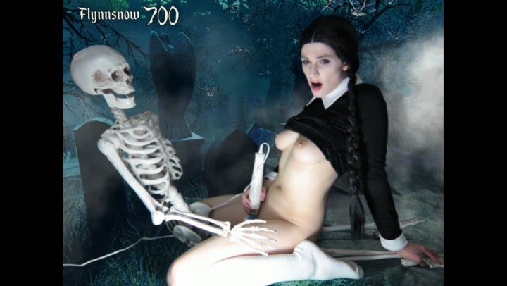 veronica chaos wednesday addams cosplay cam show *  Veronica Chaos *  Amateur * Hitachi, Gothic *  621,2 MB 27.03.2019