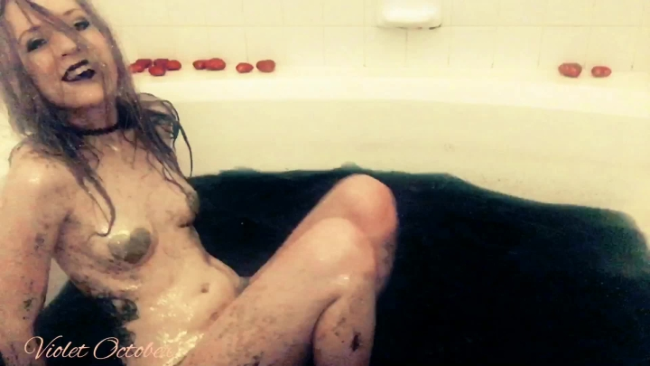 violetoctober goth girl plays in the bathtub ~  VioletOctober ~  Amateur ~ Bathtub Fetish, Dancing ~  255,8 MB 24.03.2019