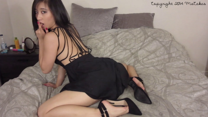 mscakes seducing you in my little black dress *  MsCakes *  Amateur * Upskirt, Asian *  442 MB 12.06.2019
