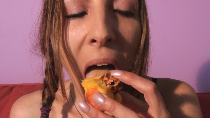 marie madison how to eat a peach *  Marie Madison *  Amateur *  00:05:22 * Food Porn, Mouth Fetish *  268 MB 27.07.2019