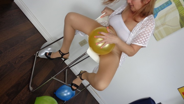 naughty christine balloon popping and blowjob ~  Naughty Christine ~  Amateur ~  00:23:45 ~ Facials, Balloon Stuffing, Blow Jobs ~  744,9 MB 18.10.2019