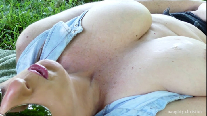 naughty christine canada day park fun ~  Naughty Christine ~  Amateur ~  00:23:19 ~ Pee, Independence Day ~  1,5 GB 18.10.2019
