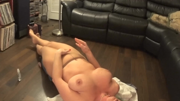 naughty christine cumming in ripped nylons ~  Naughty Christine ~  Amateur ~  00:04:22 ~ Feet, Soles ~  132,7 MB 18.10.2019