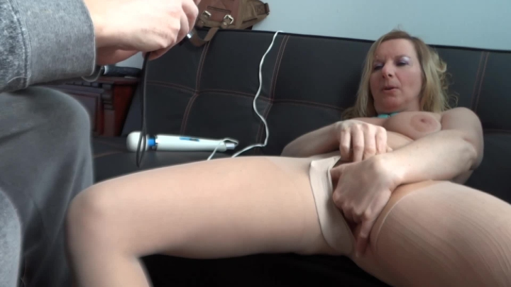 naughty christine finger my pussy and suck my juice ~  Naughty Christine ~  Amateur ~  00:06:14 ~ Hairy Bush, Finger Fucking ~  108,2 MB 18.10.2019