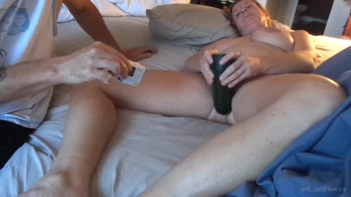 naughty christine look at the size of that cucumber ~  Naughty Christine ~  Amateur ~  00:06:27 ~ Food Stuffing, Big Pussies ~  308,4 MB 18.10.2019