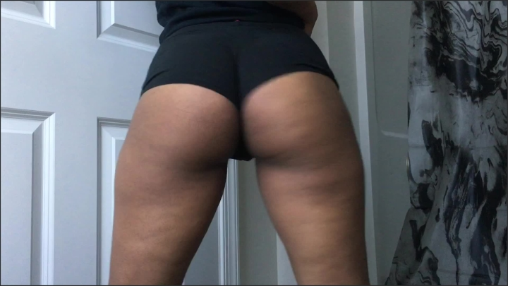 veronicaglasses twerking in black booty shorts *  VeronicaGlasses *  Amateur *  00:05:40 * Ebony, Non-nude, Short Shorts *  612,9 MB 12.10.2019