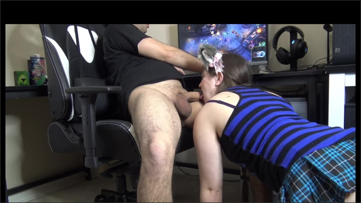 sucking and swallowing while he plays league ~  LustfulGeek ~  ~  00:09:03 ~ Nerdy Teen, Thin Brunette, Brunette ~  132,7 MB 03.12.2019