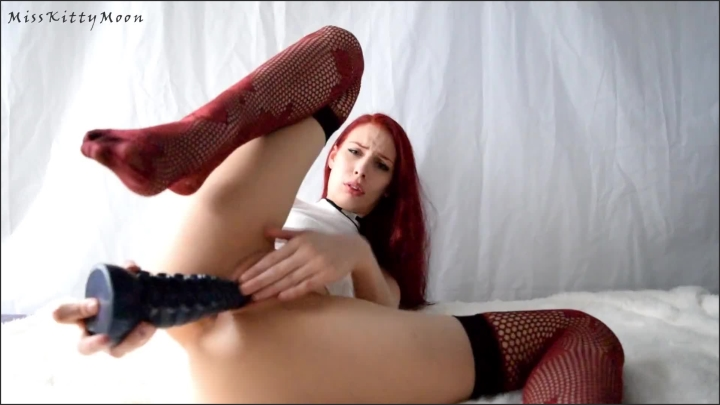 [Full HD] Kitty Moon sounds of sex ft bad dragon ika close up asmr like solo fucking my pussy – Kitty Moon –  – 00:19:49 | Feet, Toys, Red Hair – 400,3 MB