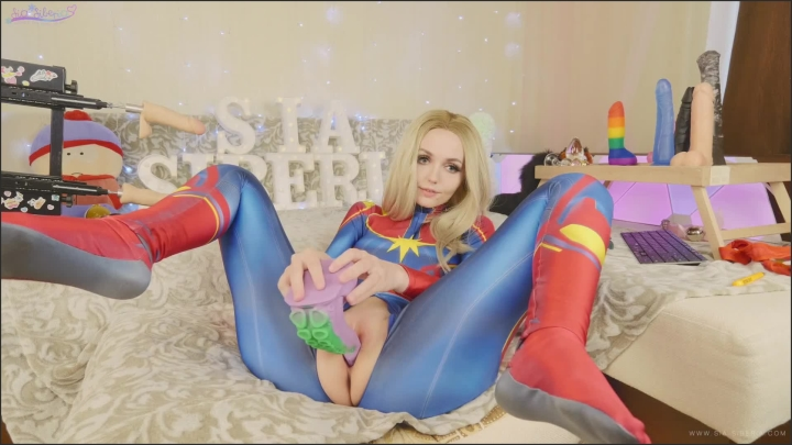 amateur teen in suit captain marvel tests new toys bad dragon sia siberia |  SiaSiberia |  |  00:22:02 | Cosplay, Solo Female |  423,5 MB 25.02.2020