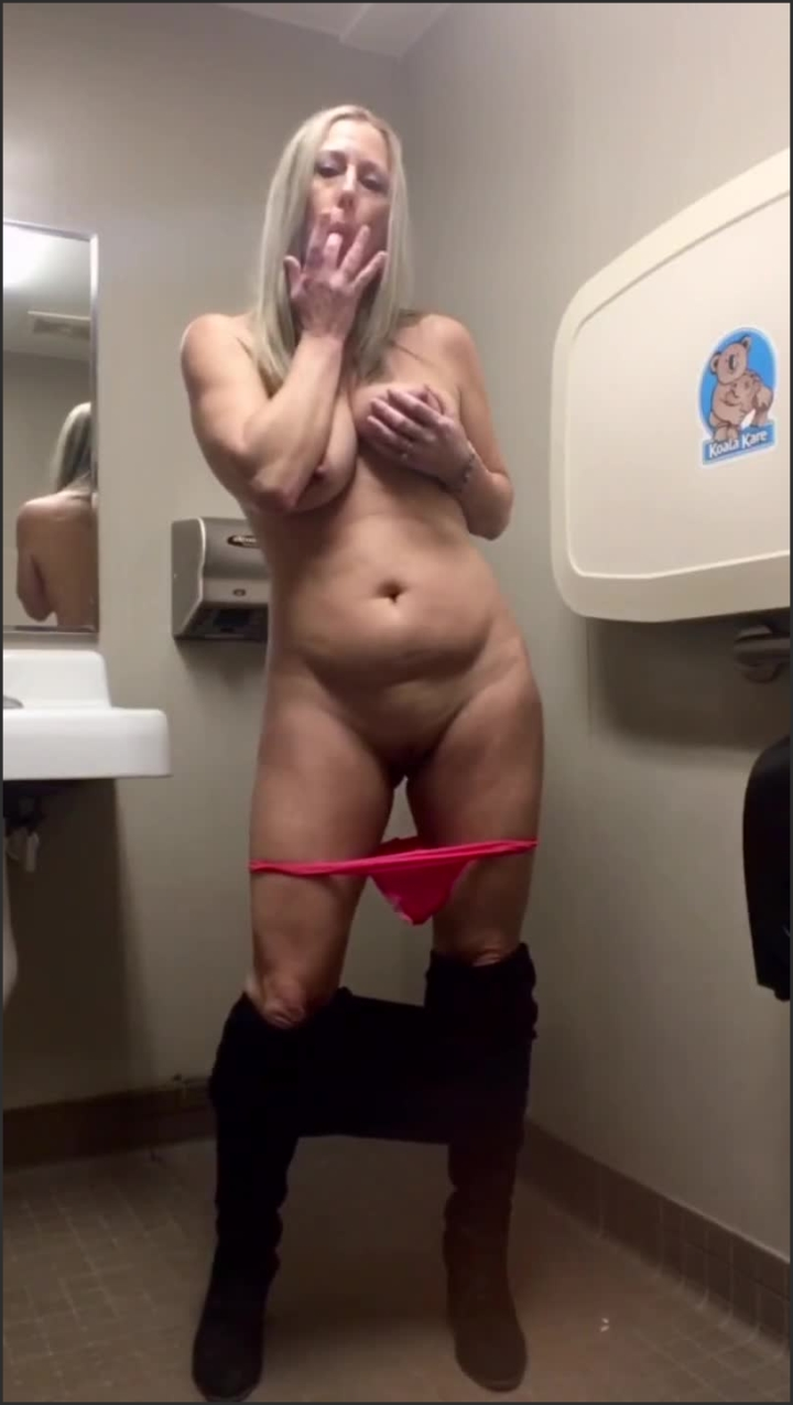 brickbabe cum with me as i masturbate in the bathroom *  Brickbabe *  *  00:06:53 * Shaved Pussy, Big Natural Tits, 50 Year Old Milf *  86,7 MB 19.02.2020